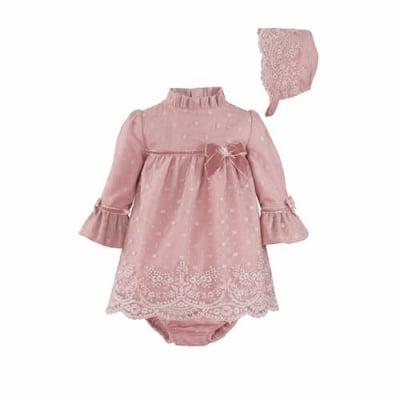 Нежна рокля в розово с дантела