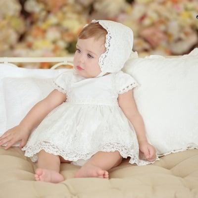 Луксозона рокля с дантела, шапчица и гащички